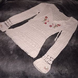 Crochet Knit floral embroidered top EUC/ NWOT? M